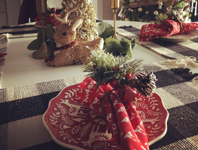 43ba06378e4c Tips For Making Your Holiday Table Scape Instagram Worthy - The Skrive